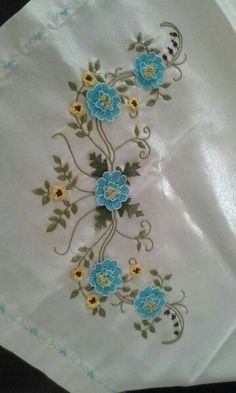 This Pin was discovered by Dil Embroidery On Kurtis, Ribbon Embroidery, Embroidery Stitches, Embroidery Patterns, Machine Embroidery, Lace Flowers, Crochet Flowers, Crochet Flower Tutorial, Crochet Bedspread