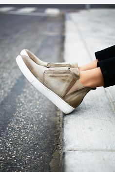 MJUS Womens Mason High Top Sneaker