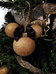 Disney Christmas Crafts, Disney Christmas Decorations, Christmas Ornaments To Make, Holiday Crafts, Christmas Diy, Mickey Mouse Ornaments, Minnie Mouse Christmas, Disney Ornaments, Minnie Bow