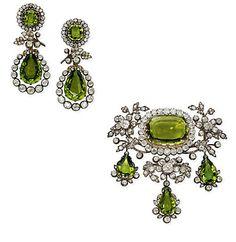 parte da parure de perídotos que pertenceu a Isabel I Da Austria. Sem o colar e a Tiara vendidos pela Sotheby's em 2001