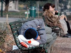La Schiavitù del Lavoro: Il ruolo del poveraccio nella società moderna