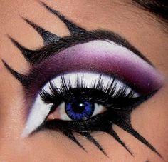Very dramatic eyemakeup - Purple white black