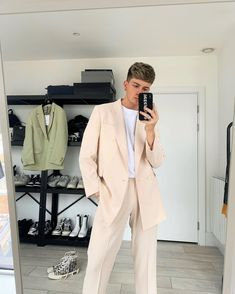 Nude Outfits, Blazer Outfits, Boy Outfits, Trendy Outfits, Mens Fashion Blazer, Boy Fashion, Fashion Outfits, Beige Suits, Winter Outfits Men