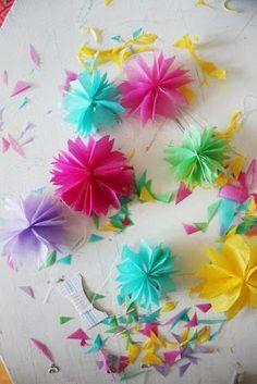 Små silkespappersblommor att hänga i påskriset Origami, Color Of Life, Paper Flowers, Art Projects, Crafts For Kids, Presents, Paper Crafts, Crafty, Crochet