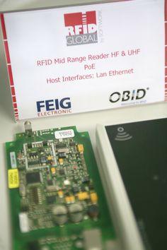 L'ambiente in RFID Global: l'RFID Testing Center, fucina attiva in continua evoluzione! Particolare dell'elettronica del Mid Range Reader UHF