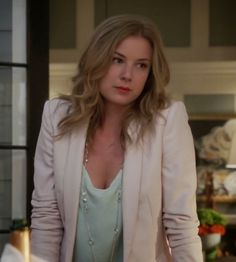 "Emily's Theory Isaac Silk Tank Top, cream blazer, jeans, cream high heels and long chain necklace. Revenge Season 4, Episode 2: ""Disclosure"""