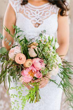 pink and peach bridal bouquet #weddingbouquet @weddingchicks