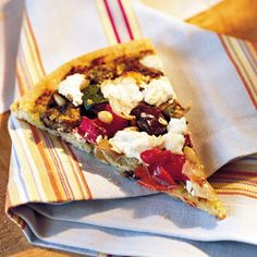 Veggie pizza with goat cheese