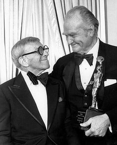 George Burns and Red Skelton at the Annual of American Guild of Variety Artists Awards, Hollywood Actor, Golden Age Of Hollywood, Classic Hollywood, Funny Comedians, Red Skelton, Funny People, Funny Men, George Burns, Abbott And Costello