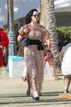 Oh hey @DitaVonTeese #DitaVonTeese  I like your #style!    www.Abrunette.com