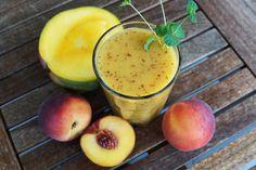 Használj fél mangót, három pucolatlan őszibarackot, egy kevés vaníliát és mandulatejet. Magasabb gyümölcscukortartalma miatt idd edzés előtt.