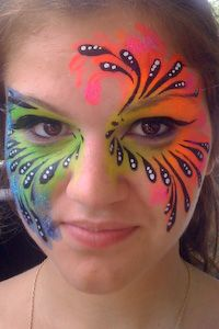 quick and easy, lots of color Feather Painting, Body Painting, Feather Mask, Circus Makeup, Diy Butterfly Costume, Rainbow Face Paint, Face Painting Designs, Airbrush Art, Beautiful Clothes