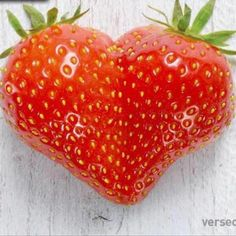 Strawberries DO have ❤'s❣ Weird Fruit, Funny Fruit, Strange Fruit, Weird Food, Fruit And Veg, Fruits And Vegetables, Fresh Fruit, Cute Food, Yummy Food