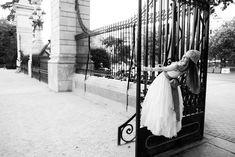 Fotos de comunion en el parque del Retiro Family Posing, First Communion, Photography, Wedding, Selfies, Photo Ideas, Portraits, Baby, Kids