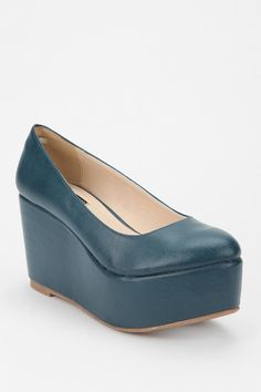 I love these... but will my foot slide out of them? Hmmm...
