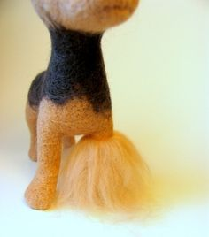 Picture tutorial in Russian for how to add an outer fluffy coat to felted animals.
