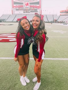See more of anna-heid's VSCO. Cute Cheerleaders, Cheerleading Pictures, Softball Pics, Volleyball Pictures, Girls Basketball, Girls Softball, Volleyball Players, Cheer Outfits, Cheerleading Outfits