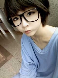"""Ulzzang cuteness - means """"best face"""" in Korean. These net idols are really pretty!"""