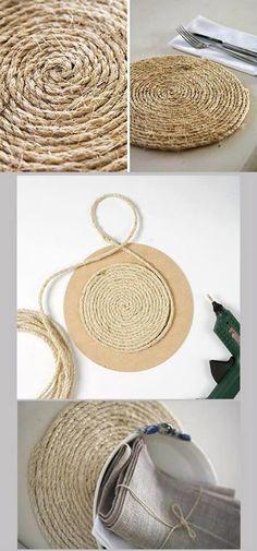 DIY: Sousplat made with jute yarn Rope Crafts, Diy Home Crafts, Diy Home Decor, Arts And Crafts, Upcycled Crafts, Diy Para A Casa, Diy Casa, Ideias Diy, Diy Gifts