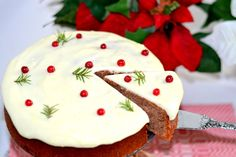 Soft gingerbread with lingon & creamcheese frosting Christmas Food Treats, Christmas Sweets, Christmas Baking, Christmas Cakes, Xmas, Bagan, Swedish Recipes, Sweet Recipes, Candy Recipes