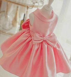Light Pink Big Bow Back Sleveless Knee length Round Neck Flower Girl Dress Material: Cotton, soft polyester fabric, tulle mesh, satin Available from 1 - 12 years Please follow the suggested dress size