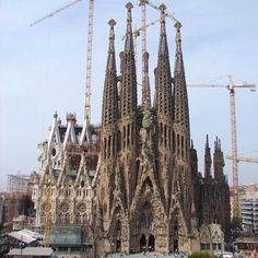 Le temple Expiatoire de la Sagrada Família à Barcelone : défiant la gravité, les…