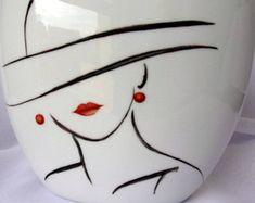 """Vase en porcelaine, peint à la main, Collection """" Regards de femme """""""