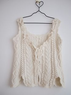 OH. love this. wonder if I could upcycle an old knitted sweater to make this... It might become a knit-crochet hybrid fashion piece..