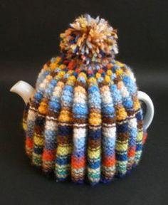 A knitted hat tea cozie. A winter hat for you teapot! Tea Cosy Knitting Pattern, Tea Cosy Pattern, Knitting Patterns, Knitted Tea Cosies, Knitted Hats, Tea Blog, Yarn Inspiration, Tea Cozy, Loose Leaf Tea