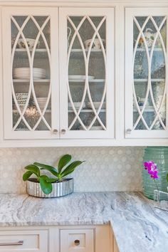 Dove Studio (House of Turquoise) This Saint Simons Island, Georgia home by Dove Studio–kitchen and bath design and installation specialists out of Atlanta, is an absolute dream! The soothing color palette echos the shades of the sea Glass Kitchen Cabinets, Glass Cabinet Doors, Kitchen Cabinet Colors, Glass Doors, Kitchen Countertops, Cabinet Door Designs, Marble Counters, Cabinet Fronts, Cabinet Decor