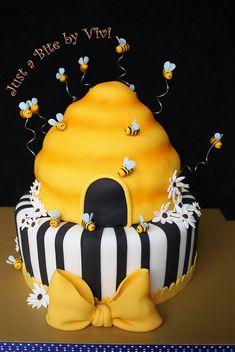 Honey bees buzzing around hive cake, so cute!