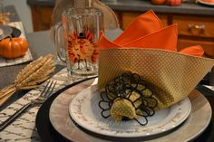turkey napking thepaintedapron.com Thanksgiving 2016, Serving Bowls, Turkey, Table Decorations, Tableware, Holiday, Home Decor, Dinnerware, Vacations