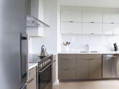 AyA Kitchens | Canadian Kitchen and Bath Cabinetry Manufacturer | Kitchen Design Professionals - Manhattan Barley White Oak and Chelsea White in Urban Moda