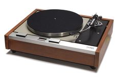 Thorens TD 125 Turntable fitted with SME 3009 S2 tonearm.