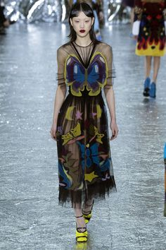Mary Katrantzou Fall 2016 Ready-to-Wear Collection Photos - Vogue Fall Fashion 2016, Daily Fashion, Runway Fashion, High Fashion, Fashion Show, Autumn Fashion, Mary Katrantzou, Butterfly Fashion, Butterfly Dress