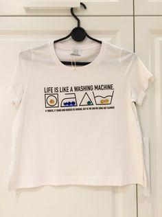 Niwa koszulka Zara , zakupiona pod wpływem chwili ;) ozdobiona kolorowymi sztrasami i ciekawym napisem . Polecam !