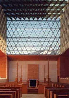 Interior of the sanctuary in Ohel Jacob Synagogue in Munich, Germany designed by architects Rena Wandel-Hoefer and Wolfgang Lorch. Synagogue Architecture, Religious Architecture, Jewish Synagogue, Munich Germany, Israel, Mid-century Modern, Project Board, Sacred Art, Interior Design