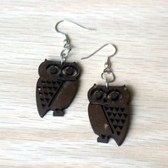These cute owl earrings were handmade with recycled coconut shells. - Color: Dark brown (almost black) - Size: 1 inch wide and 1.5 inches long - Material: Coconut Shells - Clasp: Silver plated brass h