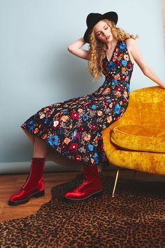 See the complete Alice + Olivia Pre-Fall 2017 collection.
