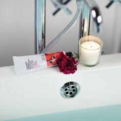 Exfoliante con semillas de frambuesa de Freshly Cosmetics | Body Scrub with raspberry seeds Freshly Cosmetics
