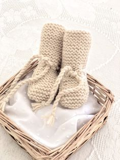 3 v. Knitted Booties, Knit Shoes, Crochet Stitches, Knit Crochet, Crochet Patterns, Baby Boots, Crochet Crafts, Baby Knitting, Kids Fashion