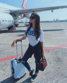Airport Travel Outfits, Airport Style, Travel Pictures, Travel Photos, Airport Photos, Foto Casual, Foto Pose, Tumblr Girls, Picture Poses
