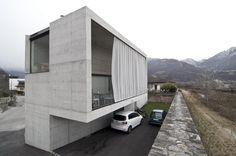 Casa Martini, Monte Carasso, by Guidotti Architetti , former students of Snozzi. Cubic Architecture, Architecture Design, Minimal Architecture, Concrete Architecture, Residential Architecture, Luigi, Arch House, Small Buildings, Cubes