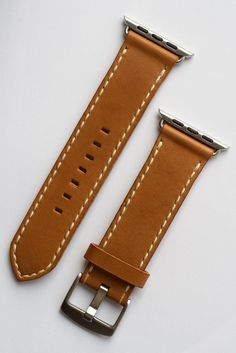 Leather strap for Apple watch, Vintage gold leather, écru stitching Handmade Leather, Leather Craft, Apple Watch Leather Strap, Watch Straps, Gold Leather, Stitching, Belt, Watches, Accessories