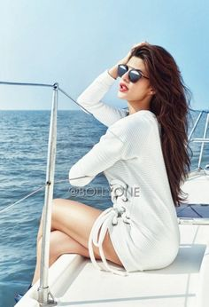 Jacqueline Fernandez Hot & Spicy Scans From Filmfare December 2015