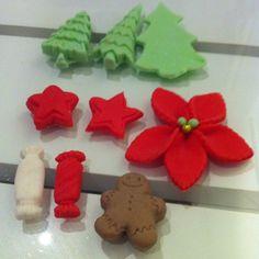 Förbereder för fullt ❄️⛄️ #christmas #decorations #jul #pynt #sugarpaste #sockerpasta #star #gingerbread #christmastree