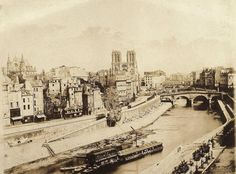 Bien enracinée sur l'île de la cité depuis huit siècles, la cathédrale est aujourd'hui le cœur battant de Paris., 1850  Notre-Dame de Paris est trè ...