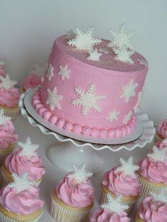 First birthday snowflake theme #mimissweetcakesnbakes #snowflakecake