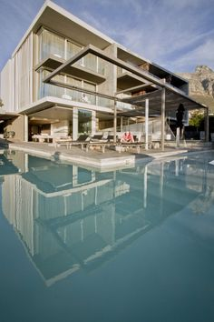 "The+POD+boutique+Hotel+is+sited+at+the+Cape+Town+end+of+the+Camps+Bay+""strip""+and+is+intended+to+serve+those+looking+for+beachfront+luxury+packaged+in+a+disc..."
