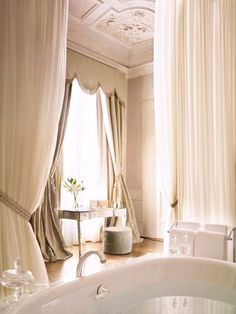 "Slip into the ""suite"" life at Dewey Seasons Hotels and Resorts in Firenze. Resorts, Boutiques, Country Style Bathrooms, Chateau Hotel, French Bathroom, Italian Bathroom, Classic Bathroom, Florence Hotels, Relax"